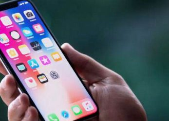 A Smartphone App That Can Add iPhone X Notch To Any Android Phone